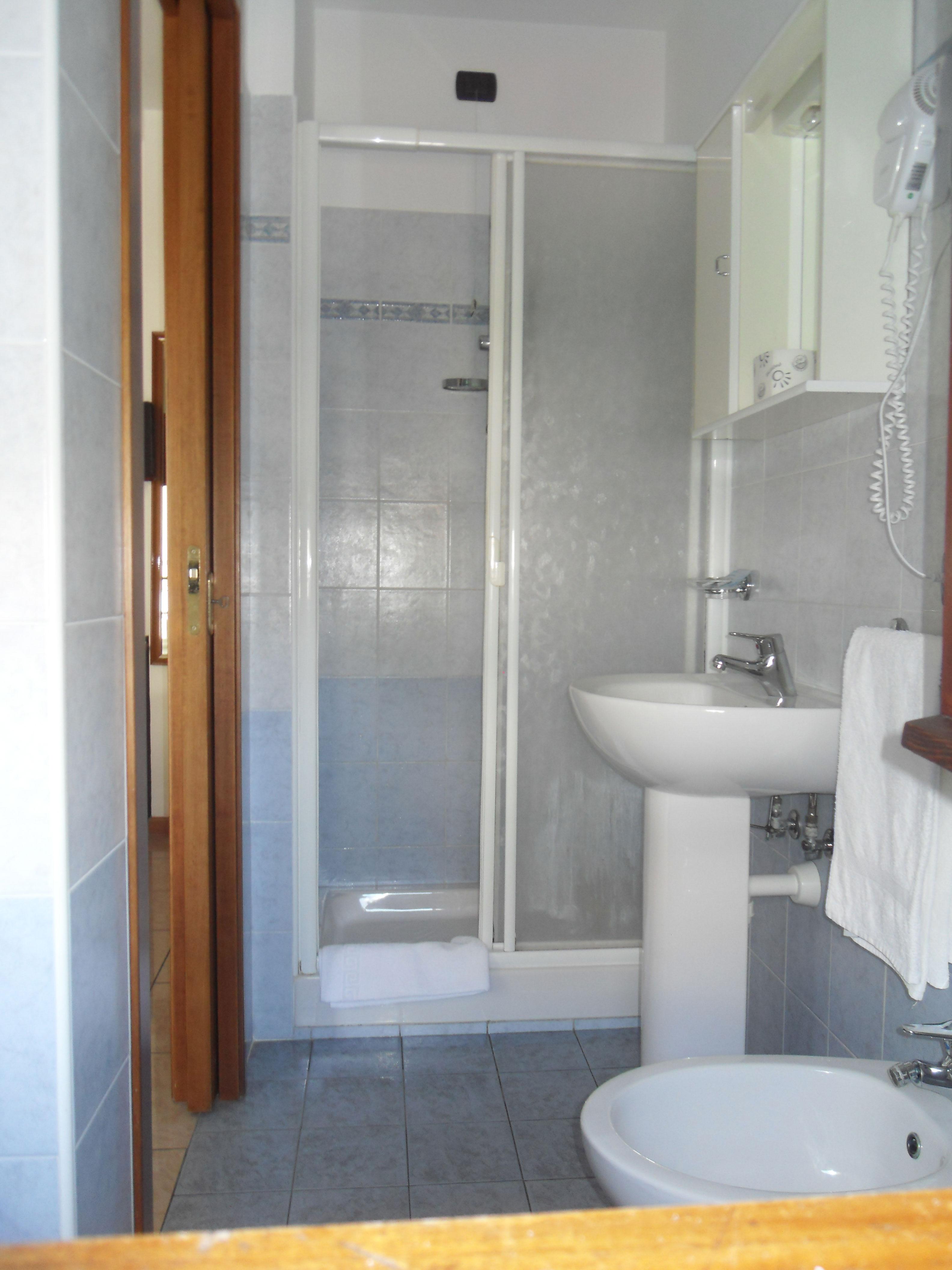 bagno-box-doccia  Hotel San Benedetto del Tronto  Hotel 2 stelle San ...
